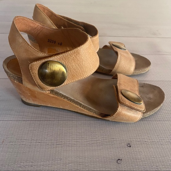 Taos Carousel Beige Ankle Strap Wedge Sandals 40